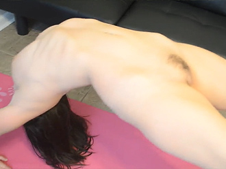Young shapely hottie in amateur nude yoga video