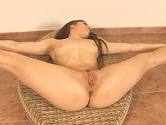 Aunty slim naked sit sex pose