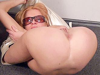 head behind Naked legs