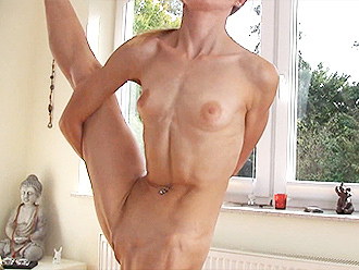 Skinny nude yoga girl shows off her skills