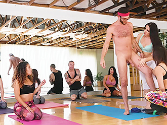 Breathtaking yoga porn orgy in the gym