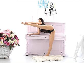 Sexy flexible girl in hot yoga video