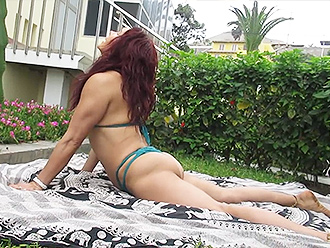 Hot MILF does outdoor sexy yoga exercises