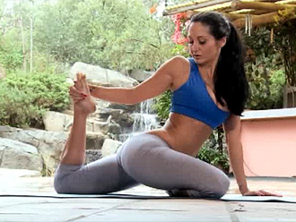 Hot nude yoga amateur does yoga sex workout with her trainer