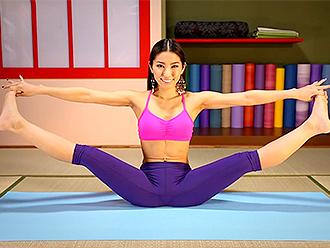 Hot yoga gooroo in sexy yoga pants