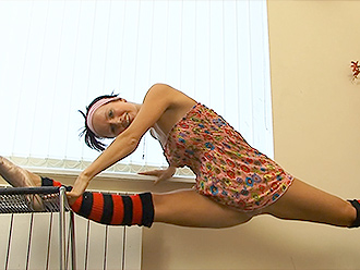 Sexy ballerina in homemade erotic yoga video
