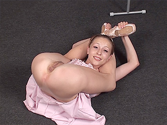 Hot nude yoga with the nude ballet dancer