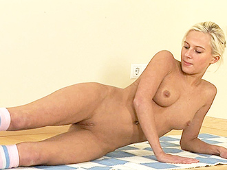 Homemade nude yoga video with flexible naked girl
