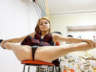 Hot gymnast in amateur sexy yoga video