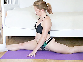 Red-haired amateur gymnast in webcam sexy yoga video