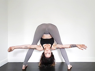 Sexy gymnast in webcam hot yoga video