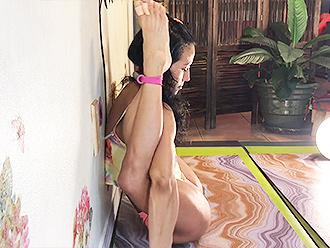 Flexible mulatto in webcam hot yoga video