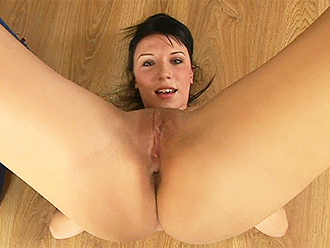 Young amateur nude yoga gymnast shows off her pussy