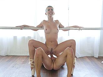 Nude ballet dancer gives head in hot ballet porn video
