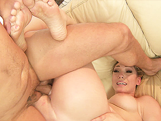 Man fucks naked contortionist in yoga porn video