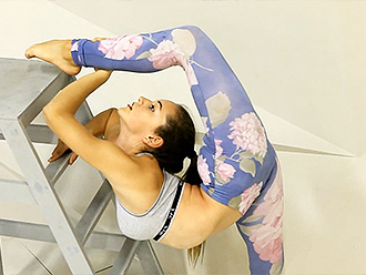 Super flexible gymnast in tight leggings does sexy yoga workout