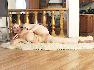 Naked mature ballerina with saggy tits warms up with nude yoga stretches