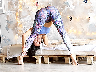 Flexible mature superstar Julia works out in her brand new sexy yoga pants