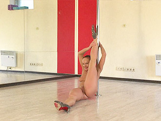 Flexible yoga MILF gets totally naked and dances at the pole dance studio