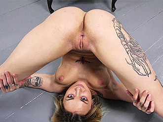 Nude yoga showed by naked gymnast in flexible porn video