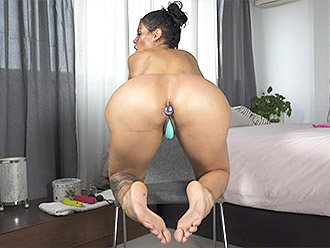 Extremely sexy naked flexible girl with tasty big ass demonstrates exciting sports porn
